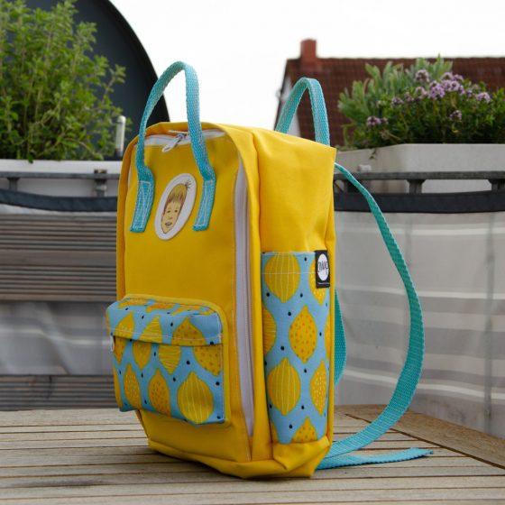 Kinderrucksack in Gelb und Hellblau mit Zitronenmuster
